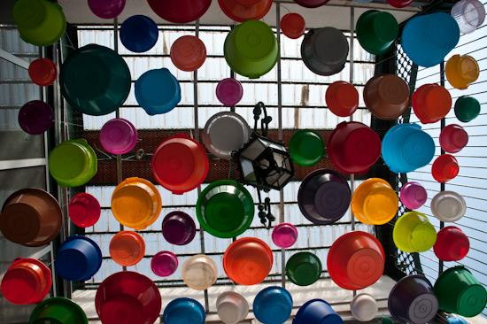 Hanging buckets @ Feira da Ladra, Lisbon (Portugal)
